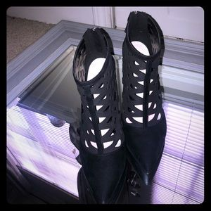 Nine West Cut out Booties